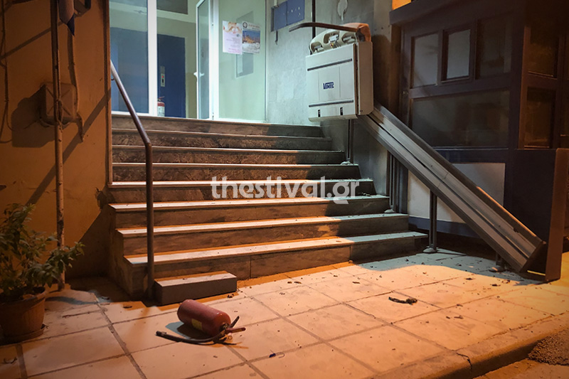 Θεσσαλονίκη: Επίθεση με μολότοφ σε αστυνομικό τμήμα –  Ελεύθεροι οι δύο προσαχθέντες (Video & Photos)
