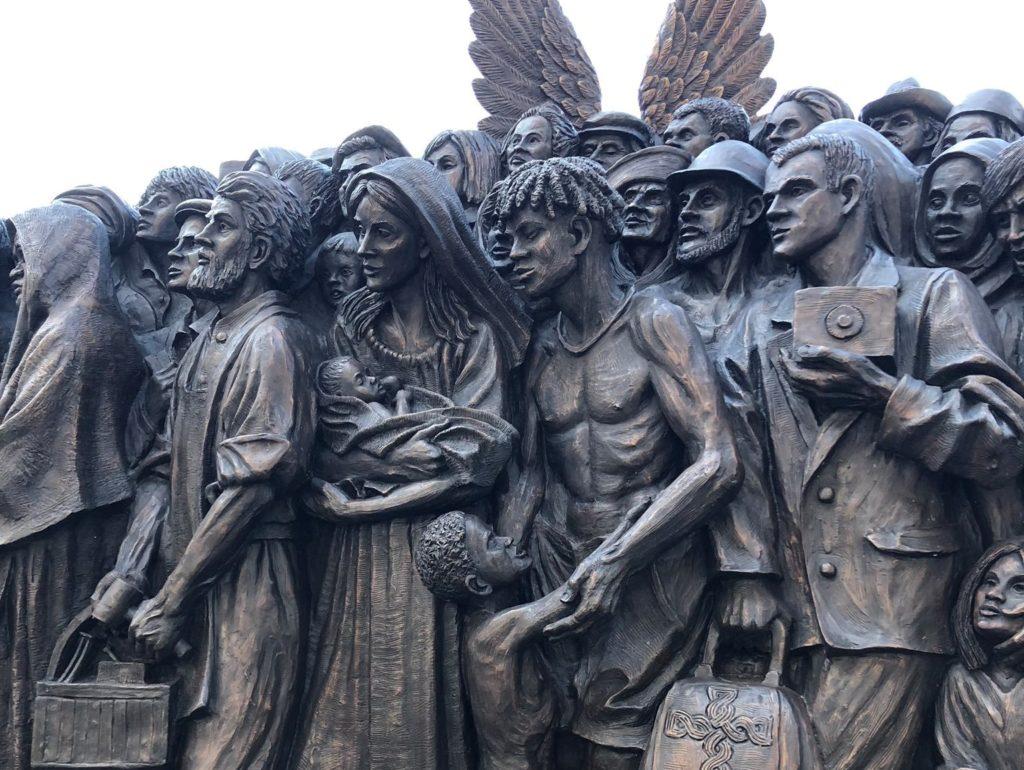 Ένα γλυπτό για την προσφυγιά, στην πλατεία του Αγίου Πέτρου, στο Βατικανό