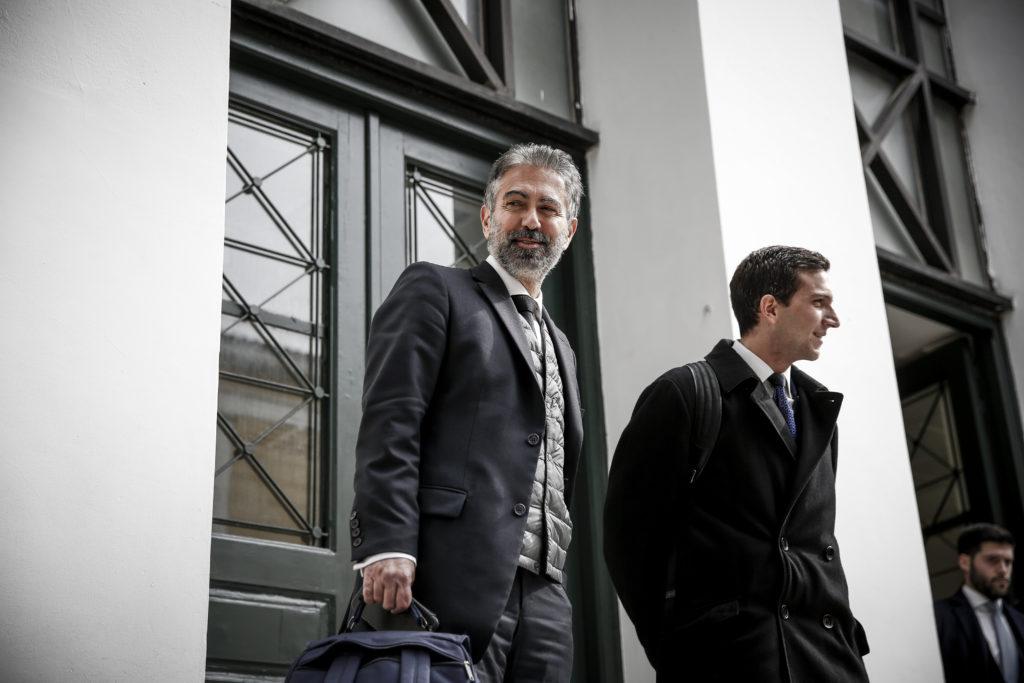 Επέτρεψαν σε δικαστή να εκδικάσει αγωγή του Φρουζή κατά του Documento αν και ο σύζυγός της είχε επαγγελματικές σχέσεις με τον Mister Novartis!