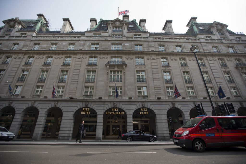 Προς πώληση για ένα δισ. ευρώ το πολυτελές ξενοδοχείο του Λονδίνου Ritz;