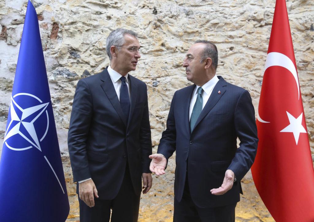«Αυτοσυγκράτηση» ζήτησε από την Άγκυρα ο γραμματέας του ΝΑΤΟ, ενώ η εισβολή στη Συρία συνεχίζεται