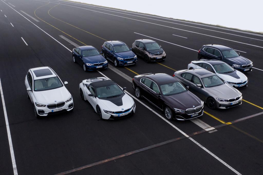Κίνητρα για την αγορά ηλεκτρικών οχημάτων της δίνει η BMW