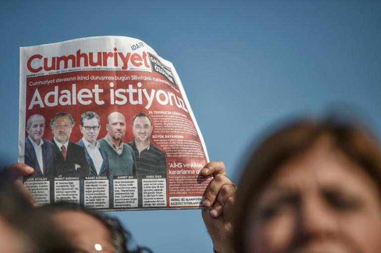 Toυρκία: Αποφυλακίζεται και το τελευταίο φυλακισμένο στέλεχος της Cumhuriyet