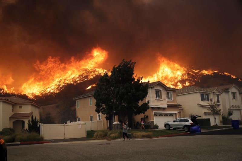 Χάος από τις πυρκαγιές στην Καλιφόρνια – χωρίς ρεύμα 850.000 νοικοκυριά