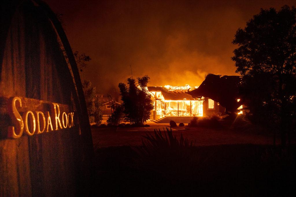 Κόλαση φωτιάς στην Καλιφόρνια: Πάνω από 180.000 εγκαταλείπουν τις εστίες τους (Photos+Videos)