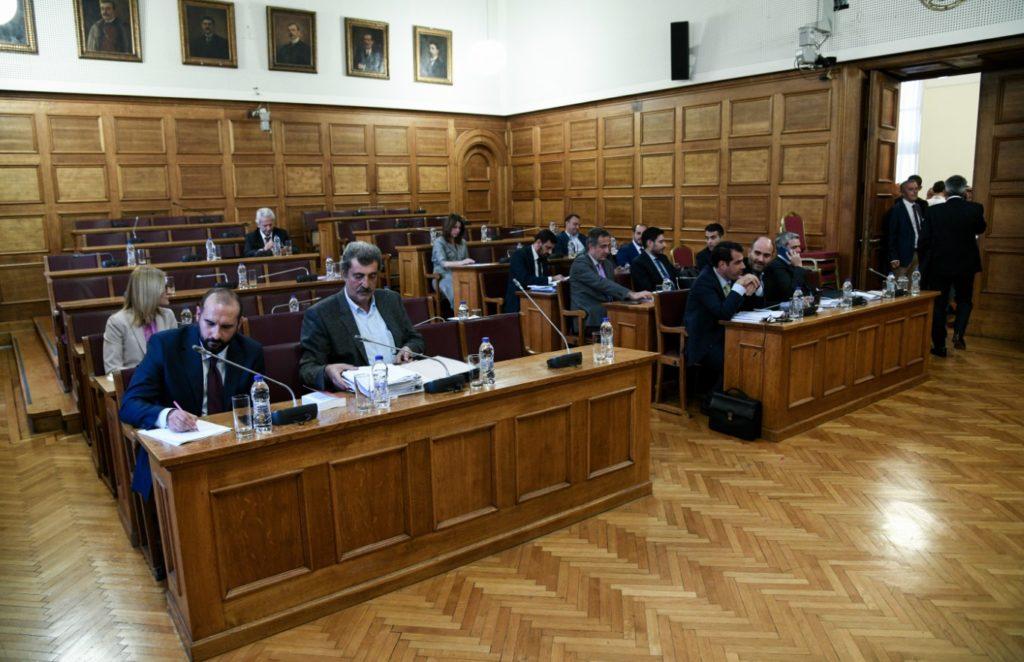 Ο πρόεδρος της Προανακριτικής απειλεί με αποβολή και φυλάκιση τους βουλευτές του ΣΥΡΙΖΑ