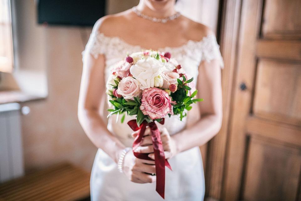 Βόλος: Με εικονικούς γάμους απομυζούσε πλούσιους επιχειρηματίες – Πώς δρούσε η 46χρονη