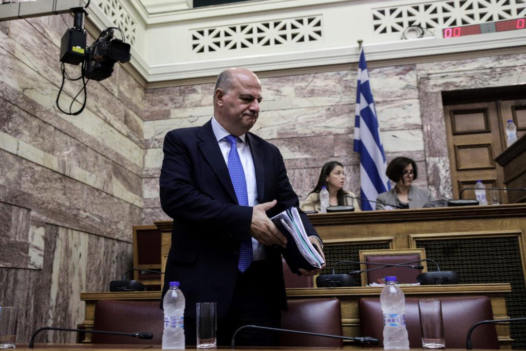 Κυβέρνηση δέσμια των τραπεζιτών: Δεν παίρνει πίσω την ασυλία ο Τσιάρας