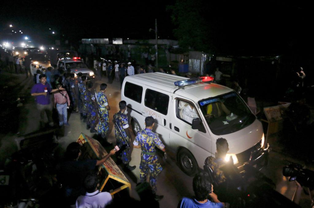 Μπανγκλαντές: Σύγκρουση επιβατηγών τρένων – Ανεβαίνει ο αριθμός των νεκρών και των δεκάδων τραυματιών (Photos)