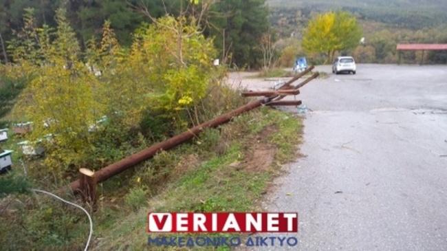 Απίστευτες σκηνές στη Βέροια: Έκοψαν κολώνες της ΔΕΗ για να μην έχουν ρεύμα οι πρόσφυγες