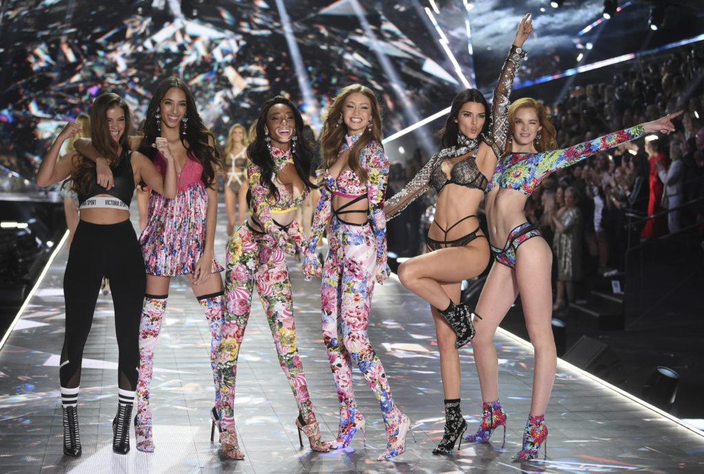 Victoria's Secret: Αυλαία για τo show με τα διάσημα αγγελάκια