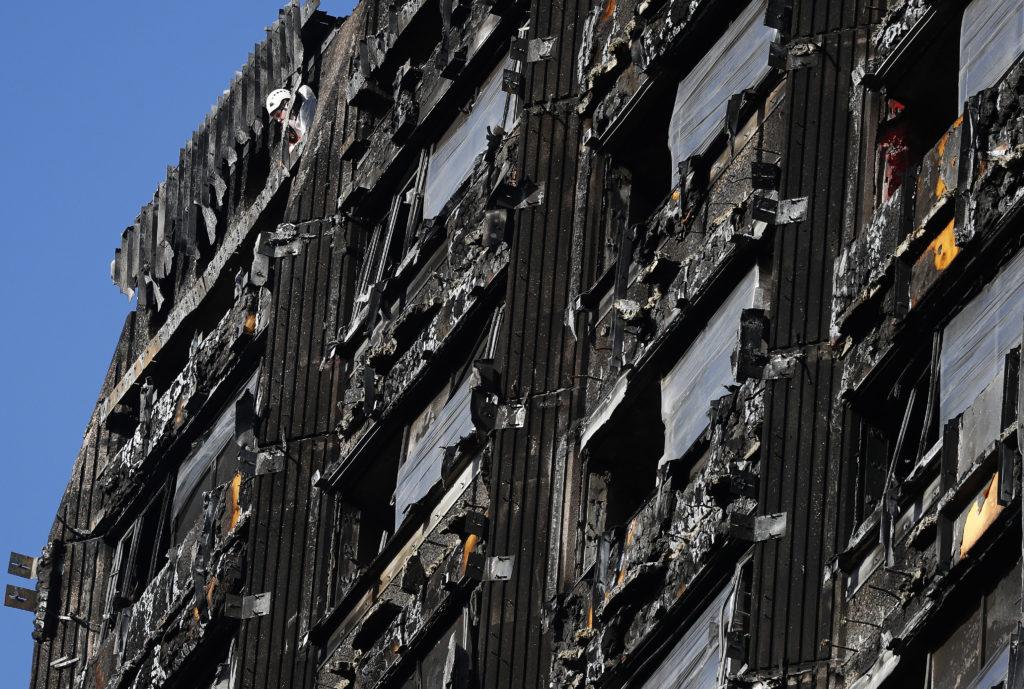 Καταδικάστηκε 51χρονος που προσποιήθηκε το θύμα της πυρκαγιάς του πύργου Γκρένφελ