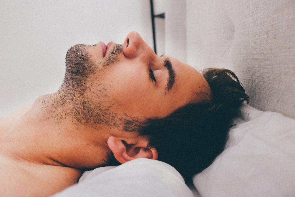 Τρεις μύθοι για σωστό ύπνο που μας κάνουν κακό!