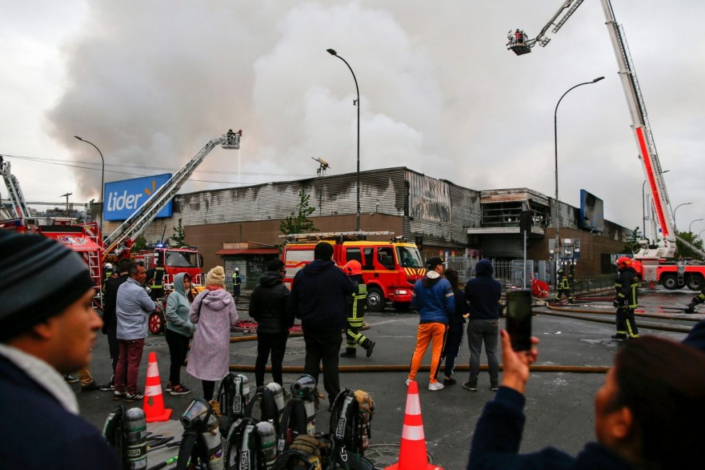 Χιλή: Δύο απανθρακωμένα πτώματα βρέθηκαν σε σούπερ μάρκετ που είχε πυρποληθεί τον Νοέμβριο (Video)