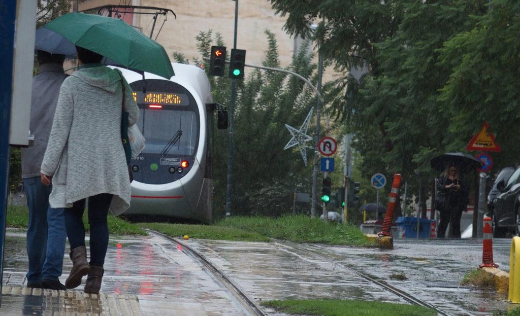 Καταιγίδες και πολύ θυελλώδεις νοτιάδες θα σαρώσουν τη χώρα – Χαλάει ο καιρός σε Αθήνα-Θεσσαλονίκη