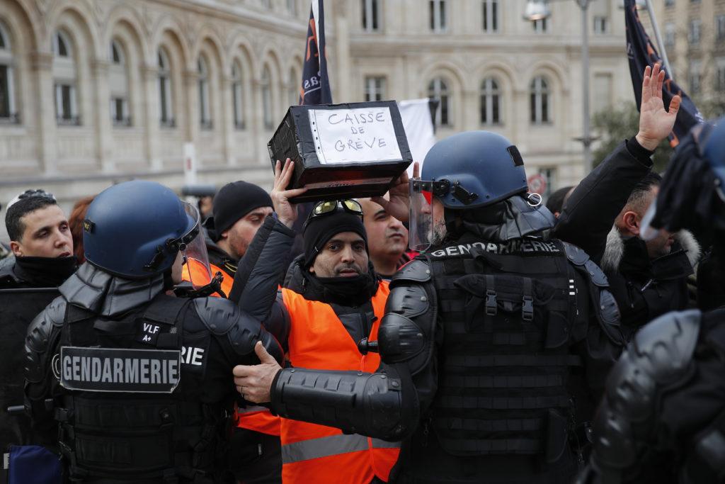 Τι συμβαίνει στην Γαλλία και δεν θα το μάθετε ποτέ από τα κανάλια