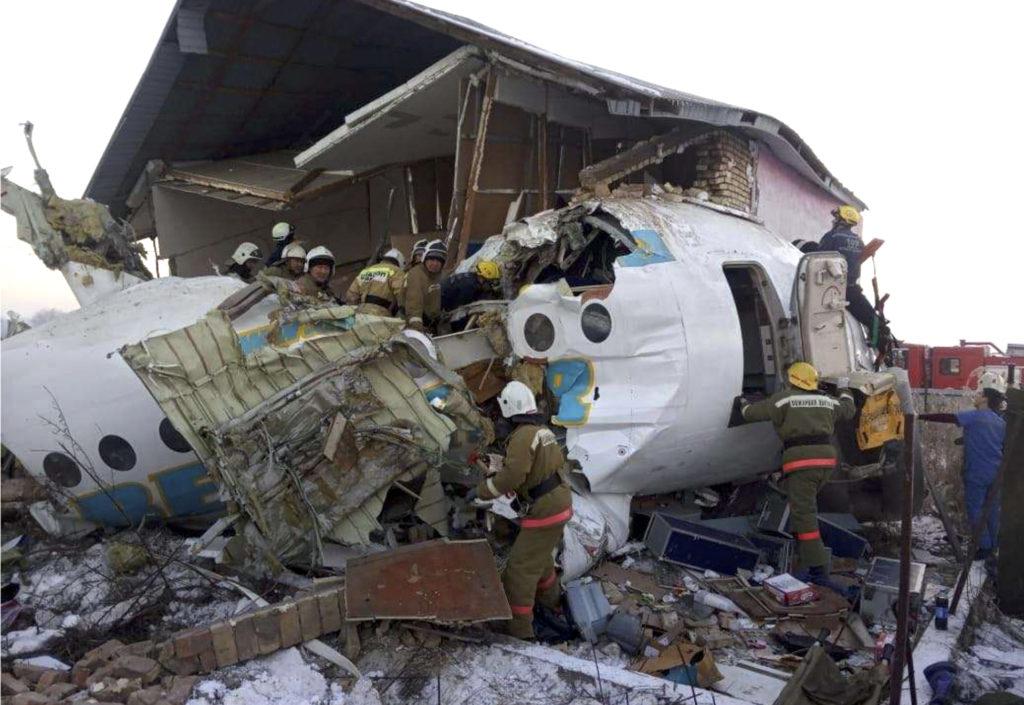 Τραγωδία στο Καζακστάν: Συνετρίβη αεροσκάφος με 100 επιβάτες – Δεκάδες νεκροί (Video – Photos)
