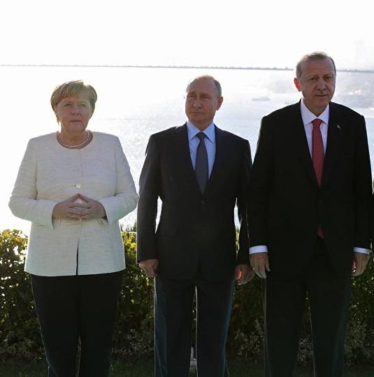 Πρωτοβουλίες Μέρκελ για κρίση στη Λιβύη – Τι είπε τηλεφωνικώς με Ερντογάν και Πούτιν