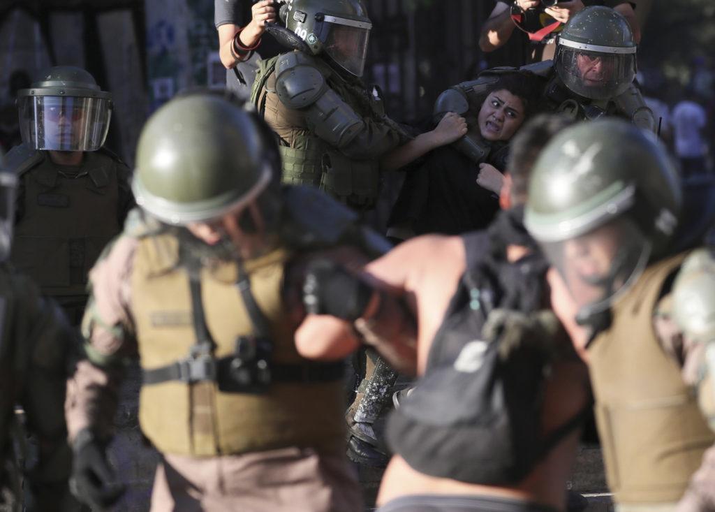 Χιλή: Καταδικάστηκαν αστυνομικοί για βασανισμό και σεξουαλική κακοποίηση διαδηλωτή