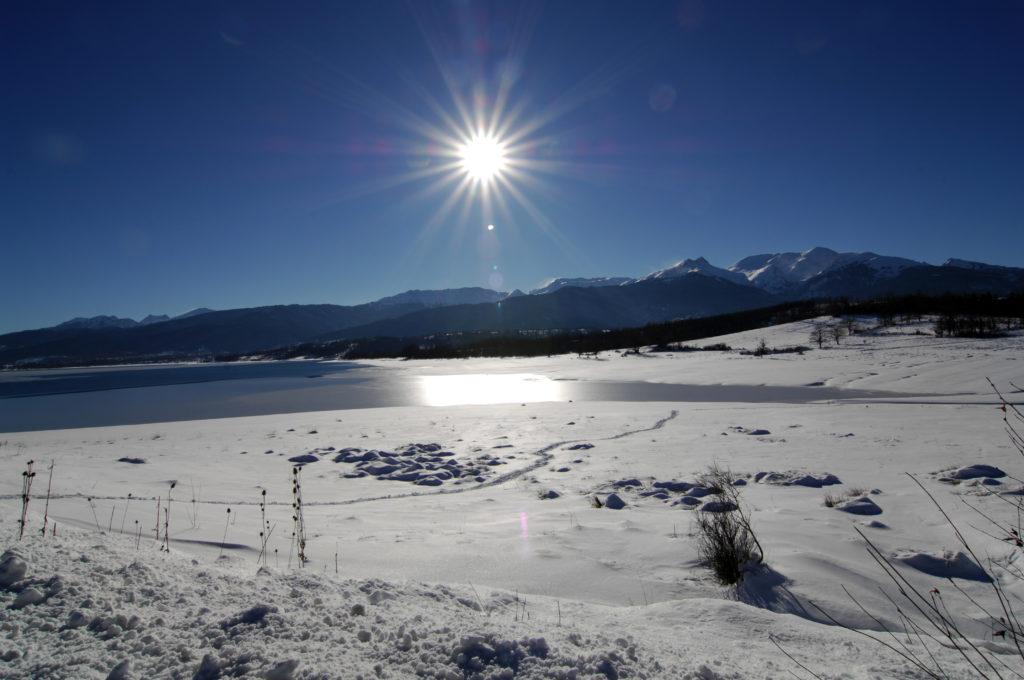 Χαμηλές θερμοκρασίες αλλά και ηλιοφάνεια στη Βόρεια Ελλάδα – Που χρειάζονται  αντιολισθητικές αλυσίδες