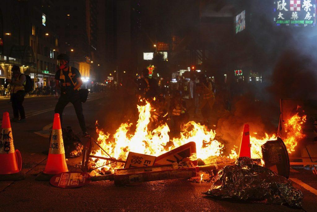 Χονγκ Κονγκ: Μολότοφ αντί πυροτεχνημάτων