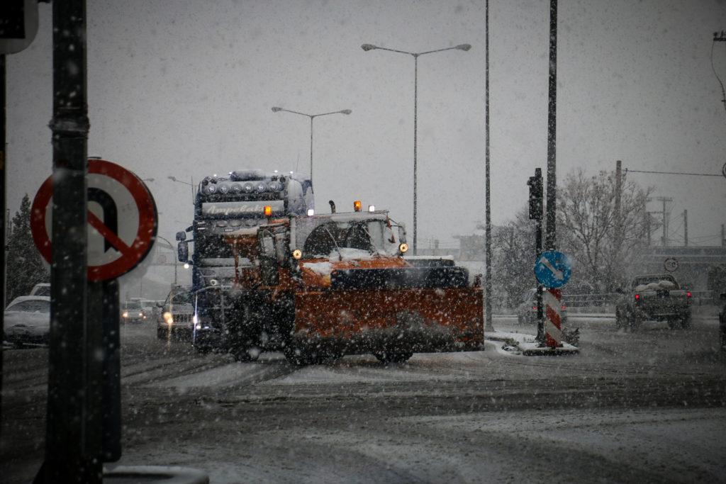 Πλήρης διακοπή κυκλοφορίας φορτηγών σε Νέα Οδό και Κεντρική Οδό λόγω Ηφαιστίωνα