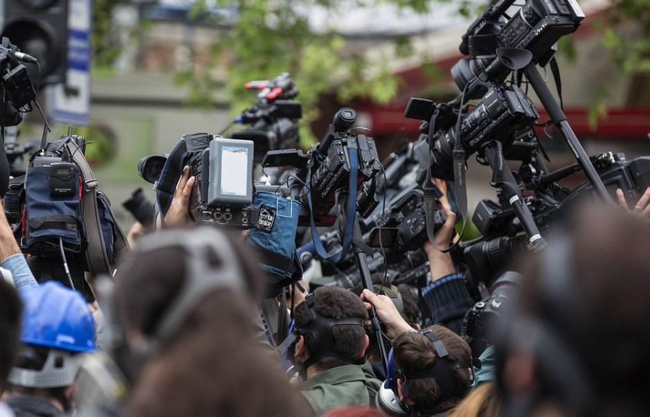 Το BBC καταργεί 450 θέσεις συντακτών στο πλαίσιο «εκσυγχρονισμού»