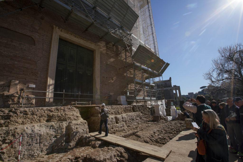 Ιταλία: Παρουσιάσθηκε ο τάφος που θρυλείται πως ανήκει στον Ρωμύλο, μυθικό ιδρυτή της Ρώμης (Photos)