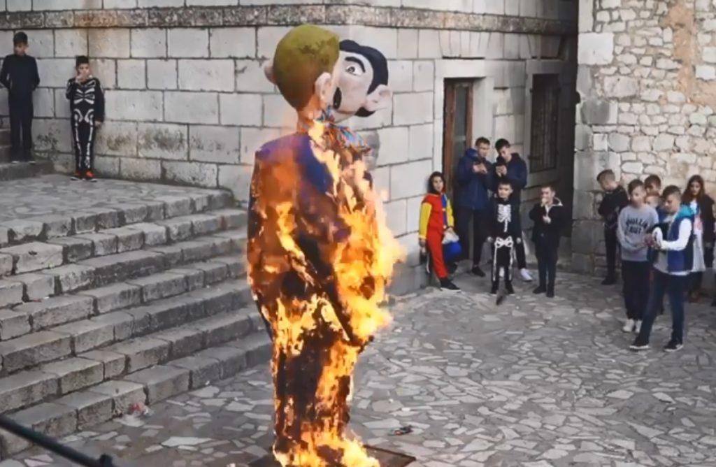 Κροατία: Ο πολιτικός κόσμος καταδικάζει την καύση ομοιώματος ομόφυλου ζευγαριού