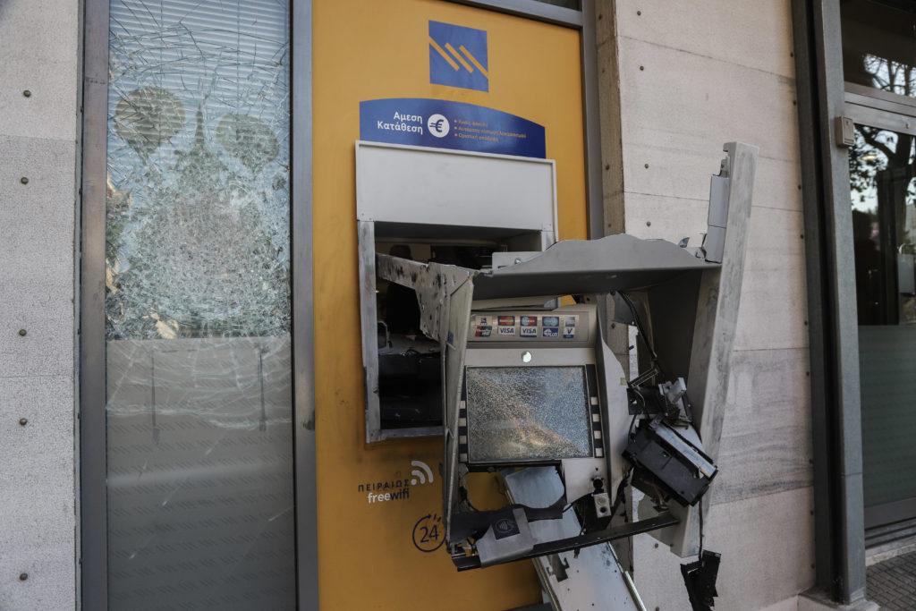 Ληστές ΑΤΜ: Μεγάλο… κάζο με πράσινα βαμμένα χαρτονομίσματα – Η νέα «έξυπνη» απάντηση των τραπεζών!
