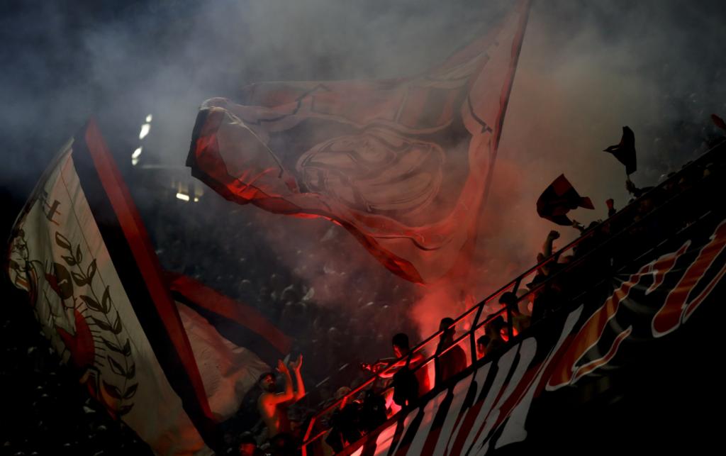 Κορονοϊός: Μήνυμα οπαδών της Μίλαν για την… Αθήνα (Photo)