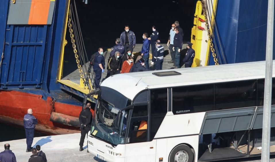 Έφτασαν στην Καβάλα 300 πρόσφυγες και μετανάστες από τα νησιά