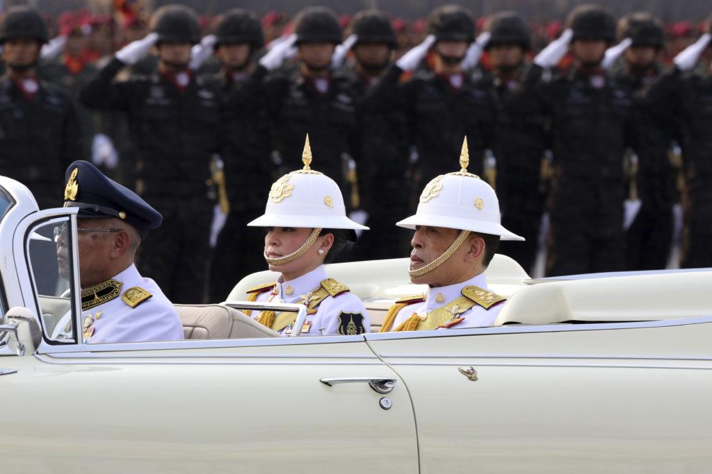 Γερμανία: Ειδική άδεια για τον βασιλιά της Ταϋλάνδης να καταλύσει με χαρέμι και συνοδεία σε ξενοδοχείο της Βαυαρίας