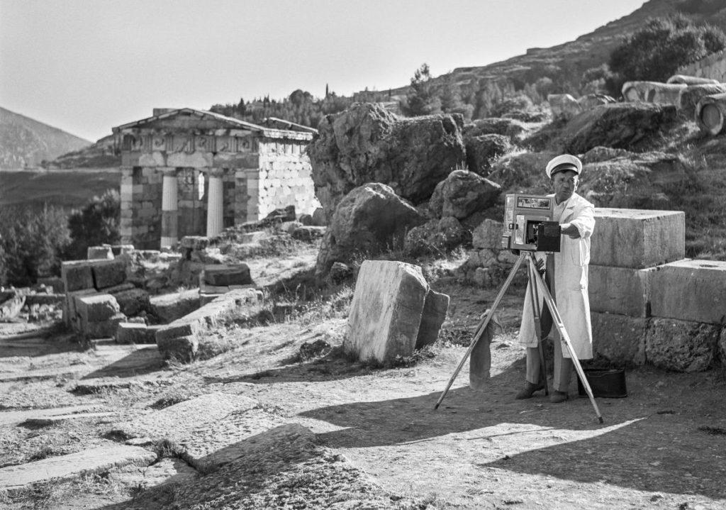 Ανοιχτές ξεναγήσεις για το κοινό στο αφιέρωμα του Robert McCabe «ΧΡΟΝΟΓΡΑΦΙΑ – Έκθεση για τα 180 χρόνια της Αρχαιολογικής Εταιρείας»