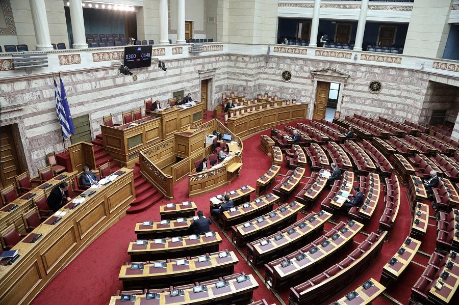 Βουλευτές ΣΥΡΙΖΑ: «Επιτακτική ανάγκη η μείωση των τραπεζικών χρεώσεων»