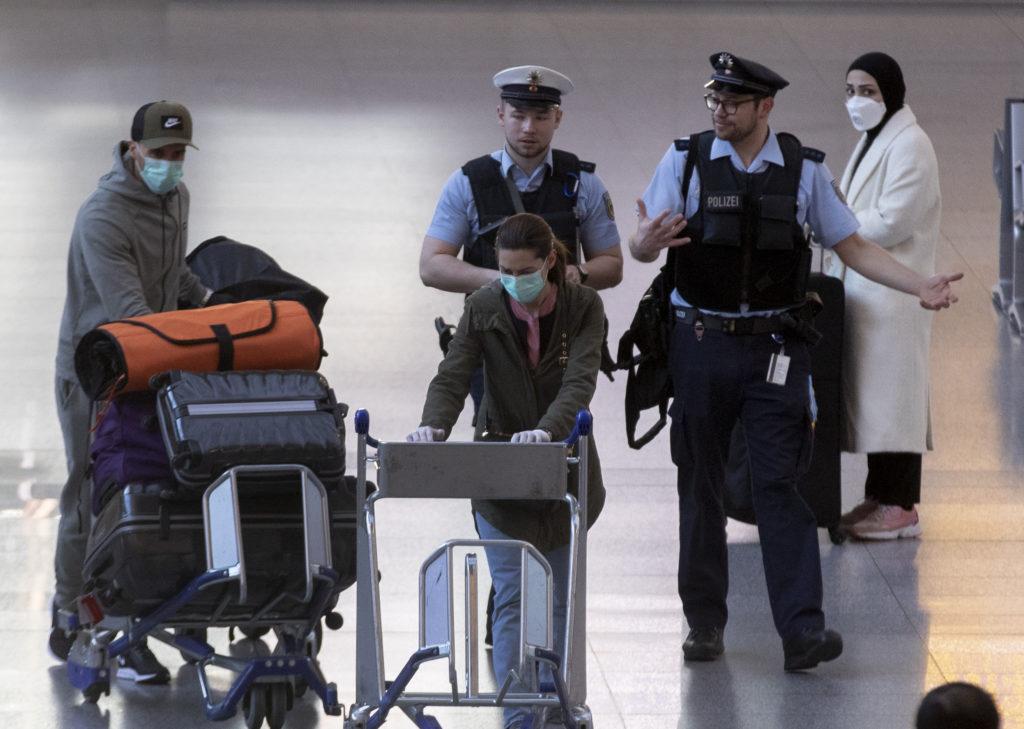 Γερμανική οργή: Οι ΗΠΑ «κατέσχεσαν» μάσκες που προορίζονταν για την αστυνομία του Βερολίνου