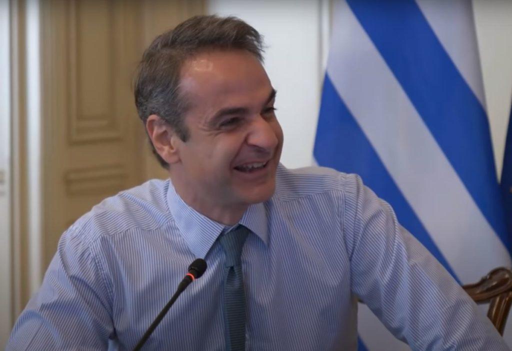 Όταν ο Μητσοτάκης δεν έχει autocue –  Ένα χιουμοριστικό video με τα σαρδάμ του πρωθυπουργού