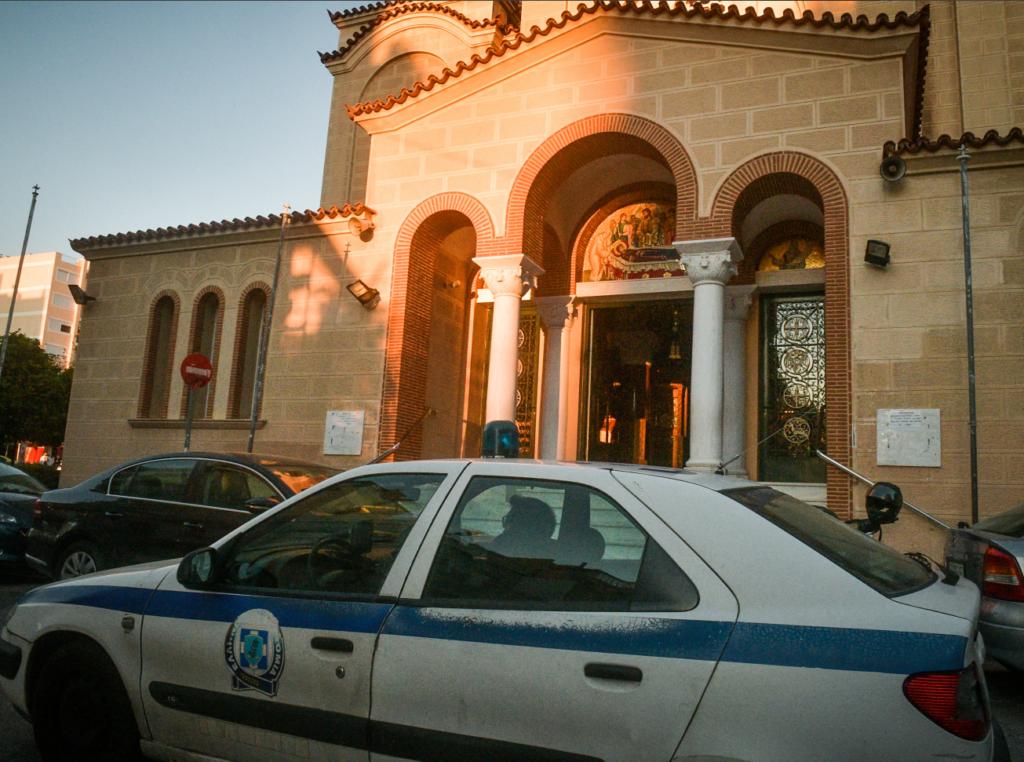 Ένταση έξω από ναό στον Κορυδαλλό παρουσία του χρυσαυγίτη Παναγιώταρου – 18 προσαγωγές