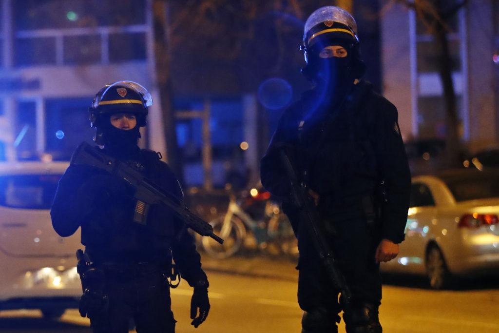 Γαλλία: Συγκρούσεις νεαρών με την αστυνομία σε προάστιo του Παρισιού (Video)
