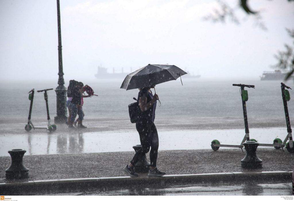 Άστατος ο καιρός με κρύο, βροχές και καταιγίδες
