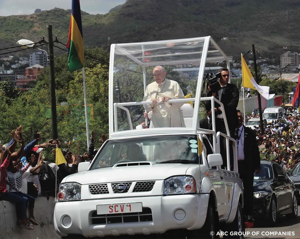 Ένα Nissan NP300 για τον Πάπα