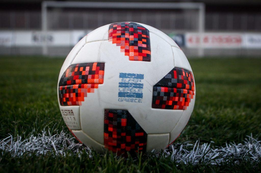 Super League: Καραντίνα πέντε ημερών σε ομάδες εάν βρεθεί κρούσμα κορονοϊού