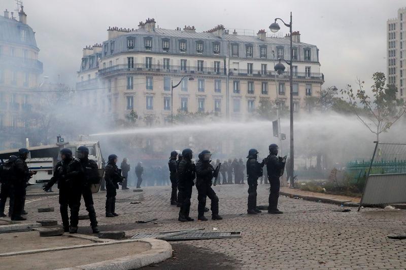 Παρίσι: Βίαια επεισόδια στην επέτειο του ενός χρόνου των «Κίτρινων Γιλέκων» (video)