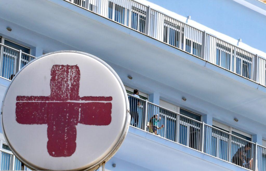 Κορονοϊός: Κατέληξε 66χρονη στο ΝΙΜΤΣ – Στους 165 οι νεκροί στην Ελλάδα