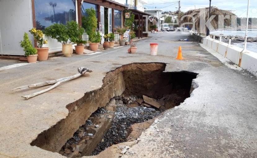 Λακκούβα – παγίδα στο Ηράκλειο – Η θάλασσα «ρούφηξε» τον δρόμο (video)