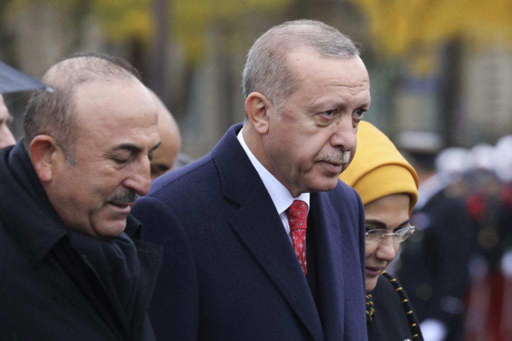 Τουρκία: Προσωρινή χείρα βοηθείας 15 δισ. δολάρια από το Κατάρ στον Ερντογάν