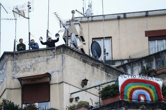 Ιταλία: Η μουσική το αντίδοτο στην καραντίνα (videos)