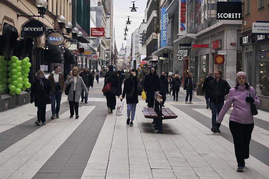 Σουηδία: Συνεχίζει χωρίς lockdown αλλά με διατήρηση των περιορισμών
