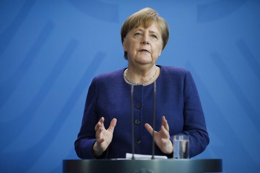 Η Μέρκελ περιμένει την τελική πρόταση της Κομισιόν για το «ευρωταμείο»