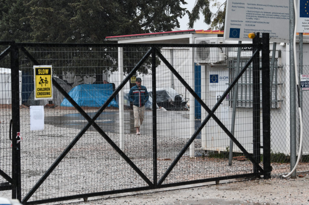 «Γαλάζια» πλοκάμια και στις προσφυγικές δομές – Οι σχέσεις των διοικητών με τη ΝΔ